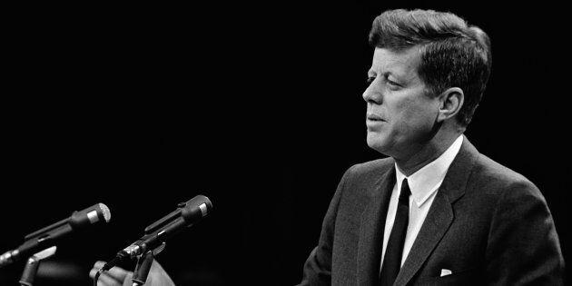 25 minuti prima dell'uccisione di Kennedy un giornale inglese ricevette una chiamata misteriosa. Trump...