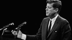 25 minuti prima dell'uccisione di Kennedy un giornale inglese ricevette una chiamata misteriosa. Trump intanto tiene segreti...