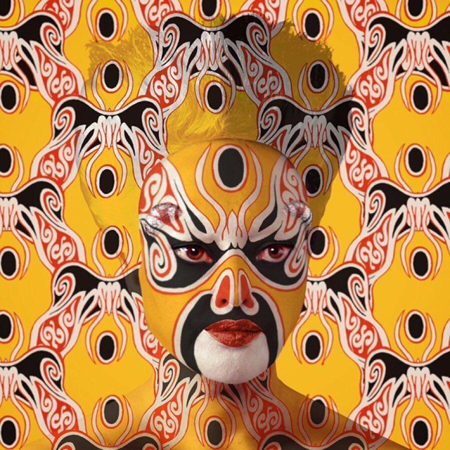 Il culto dalla chirurgia estetica, le maschere e le provocanti trasformazioni di Orlan in mostra al Macro...