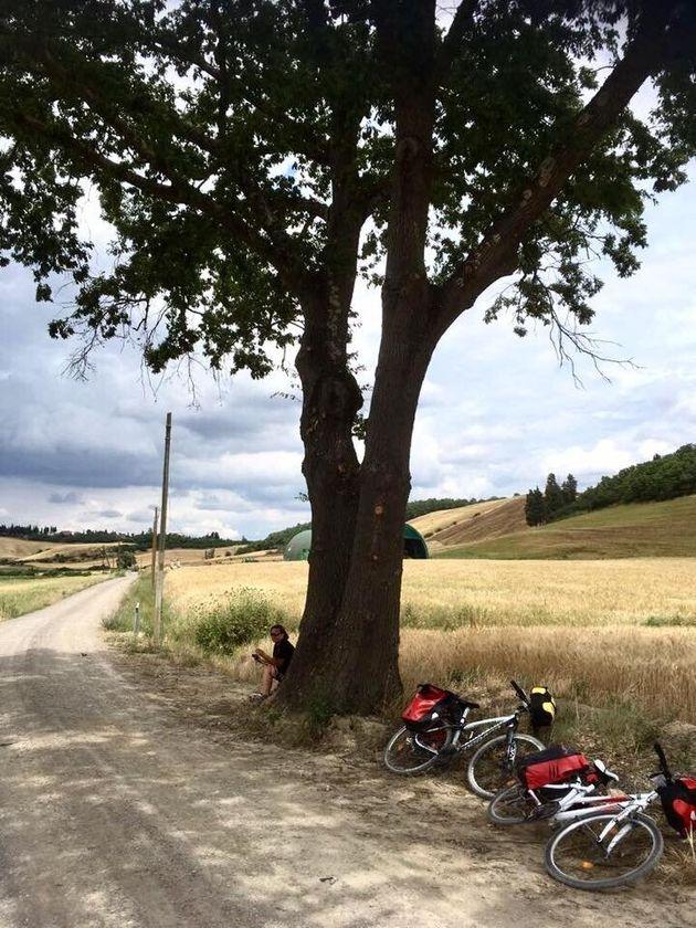 Viva il ciclismo lento. L'avventura di Annita e Monica per un'Italia