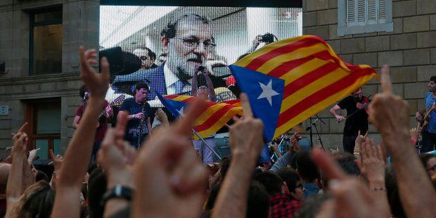 Mariano Rajoy assume la presidenza della Catalogna. Rimosso Trapero, comandante dei Mossos. Puidgemont:...