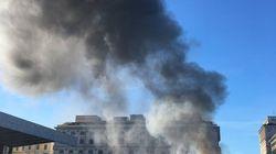 Scene di ordinaria Capitale: un autobus in fiamme alla stazione
