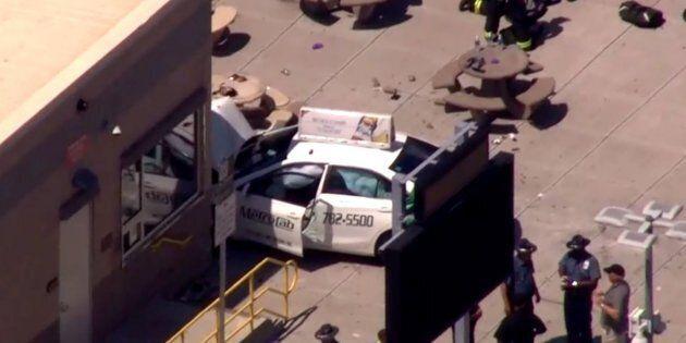 Un'auto si lancia contro la folla a Boston, almeno 9 feriti. La polizia: