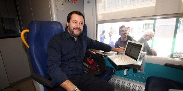 Elezioni in Sicilia, Salvini in treno per nove ore: