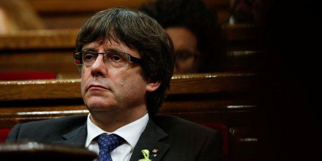 Finita in farsa. Puigdemont scappa in Belgio a cercare un asilo