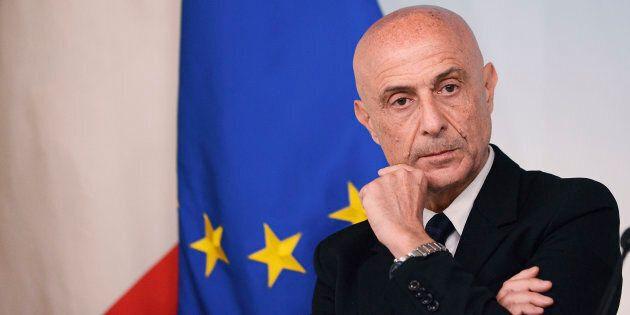 Il ministro dell'Interno Marco Minniti in Aula per l'informativa sull'emergenza