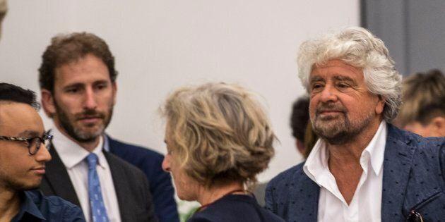 Grillo e Casaleggio concentrati su Roma. Fiume di riunioni, solo un breve saluto con la