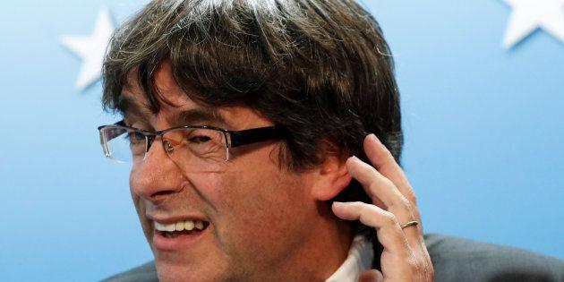 Puigdemont non si presenterà davanti ai giudici di Madrid. Il legale propone: