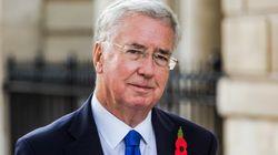 Si dimette il ministro della Difesa Fallon accusato di molestie, nominato al suo posto il capogruppo Tory