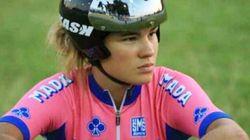 Cade a 90 all'ora e batte la testa sul guardrail: la campionessa di ciclismo Claudia Cretti lotta per la