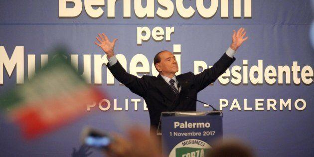 Silvio Berlusconi al Teatro Politeama di Palermo, 01 novembre 2017. ANSA/FRANCO