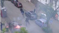 Scene di guerriglia urbana ad Amburgo: manifestanti sfondano i finestrini e incendiano le