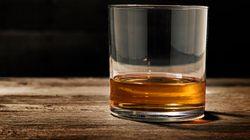 Paga 8mila euro per uno shot di whisky del 1878, ma poi scopre che è un
