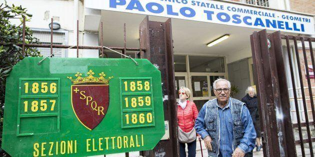 Elettori al voto per l'elezione del presidente del X municipio, in un seggio elettorale di Ostia, Roma,...