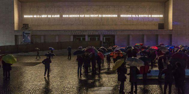 A Bolzano monumento di epoca fascista 'coperto' con una frase di Hannah