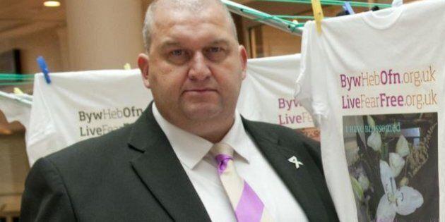 Si suicida ex ministro gallese Sargeant accusato di molestie