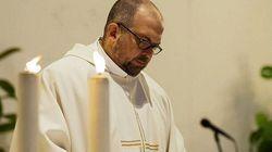 Minorenne denuncia lo stupro. Il sacerdote su Fb: