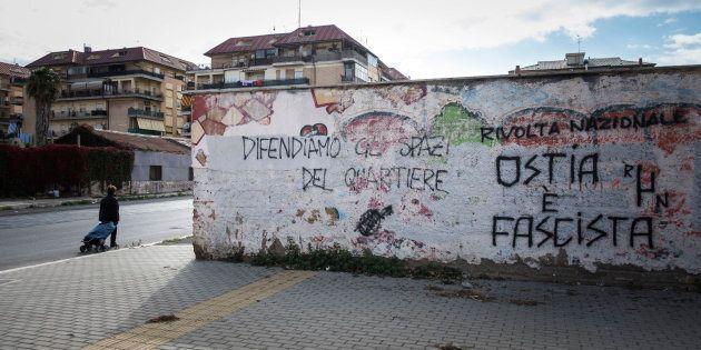 """Ostia, il """"Compound"""" ombelico del mondo, che preoccupa i partiti e mette paura ai"""