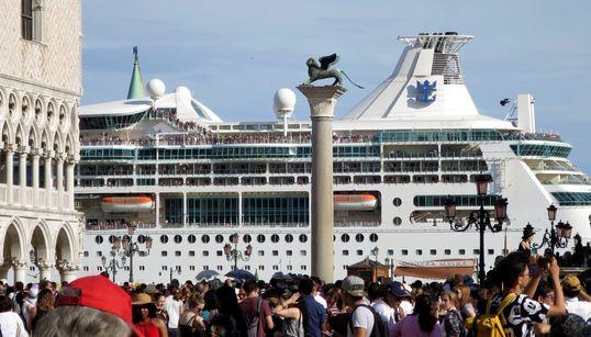 Questa foto dei grattacieli del mare riassume uno dei fatti più importanti di questa