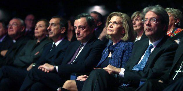Da destra a sinistra: il presidente del Consiglio Paolo Gentiloni; il presidente della Bce Mario Draghi...