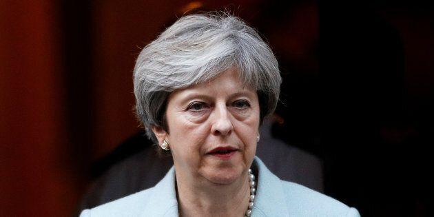 Brexit, l'Europa si prepara anche al fallimento dei negoziati. Theresa May in difficoltà: un'ala dei...