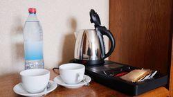 Prima di prepararvi il caffè con il bollitore che trovate negli hotel dovreste pensarci due