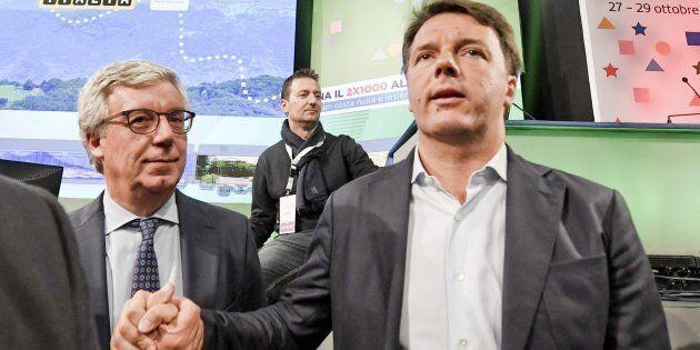 Il segretario del Partito Democratico Matteo Renzi con Paolo Siani (S), fratello di Giancarlo il giornalista...