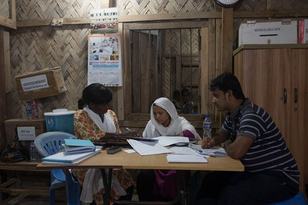 L'inferno in terra dei Rohingya. In un mese 6.700 morti per le violenze. 730 erano bambini con meno di...