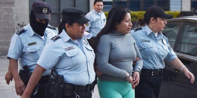 Abortì dopo uno stupro: 19enne condannata a 30 anni di carcere dal tribunale di El