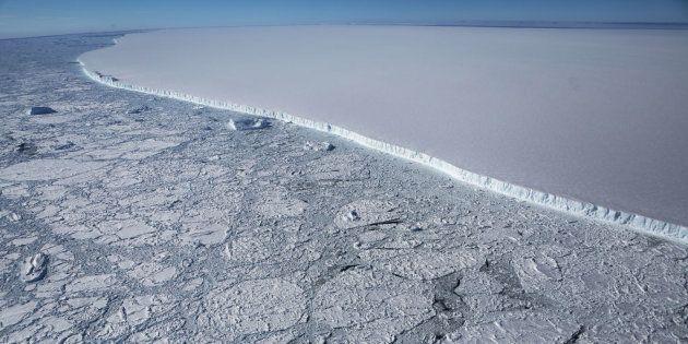 La Nasa ha scattato le prime, impressionanti foto dell'iceberg più grosso di