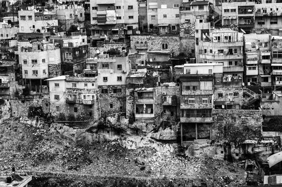 Cemento armato a Gerusalemme. Decenni di politica urbanistica aggressiva arma più efficace per