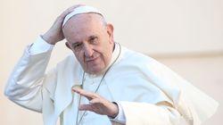 Il Parlamento tira il Papa per la veste