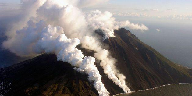 Eruzioni continue dello Stromboli, l'Ingv monitora