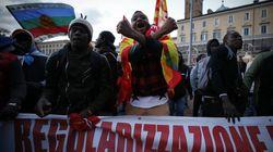 Migranti sfilano a Roma, in 25 mila per diritti a