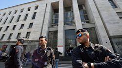 Allarme bomba davanti al tribunale di Milano, ma l'ordigno era solo una pallina chiodata per tritare la