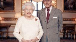 La Regina Elisabetta II e il principe Filippo festeggiano 70 anni di matrimonio e questo ritratto ufficiale è la prova del lo...