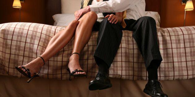 Prego, si accomodi sul letto. Molestia o flirt