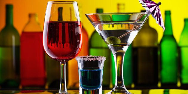 Il vino rosso rilassa, la vodka stimola l'aggressività. La scienza analizza le nostre reazioni