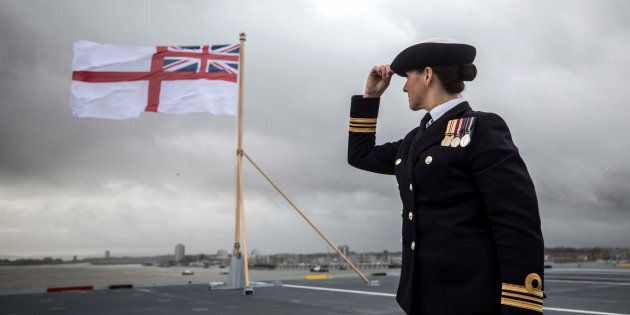 Nave da guerra russa scortata da fregata