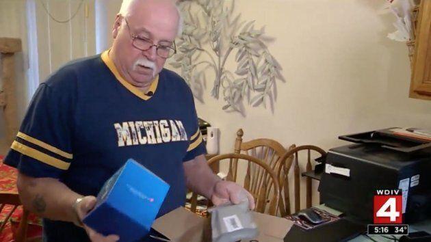 Da 5 settimane riceve gratis pacchi mai ordinati su Amazon. Il suo comportamento è
