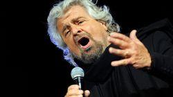 Protesta contro Grillo e Raggi la sera del debutto di