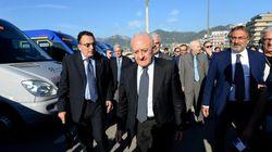 Forza Italia e M5S contro De Luca: