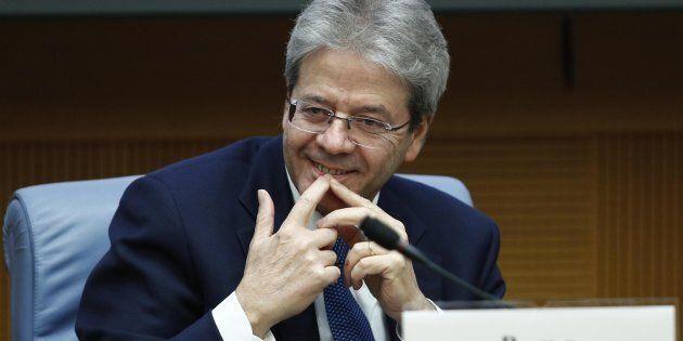 Il presidente del Consiglio Paolo Gentiloni, nell'auletta dei Gruppi parlamentari della Camera, durante...