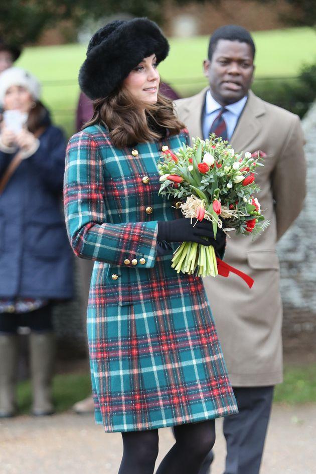 Kate Middleton veste italiano, il cappotto della messa di Natale viene da Prato: