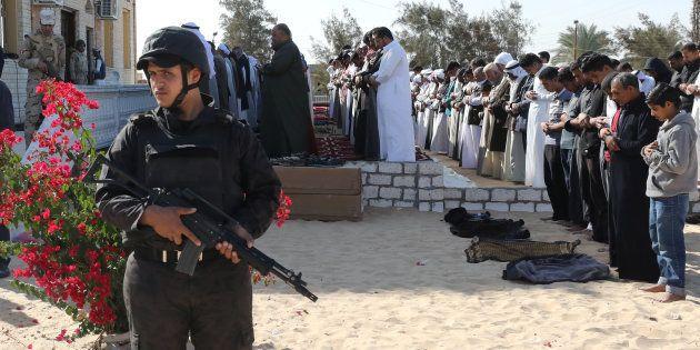 Attaccata una chiesa copta a sud del Cairo, almeno cinque morti.