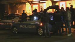 Agguato in una pizzeria a Ostia: gambizzati il titolare e il cuoco. La polizia pensa a un regolamento di conti o al