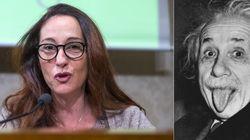 Paola Taverna si paragona a Einstein:
