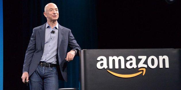 Jeff Bezos ringrazia il Black Friday: il suo patrimonio supera i 100 miliardi di
