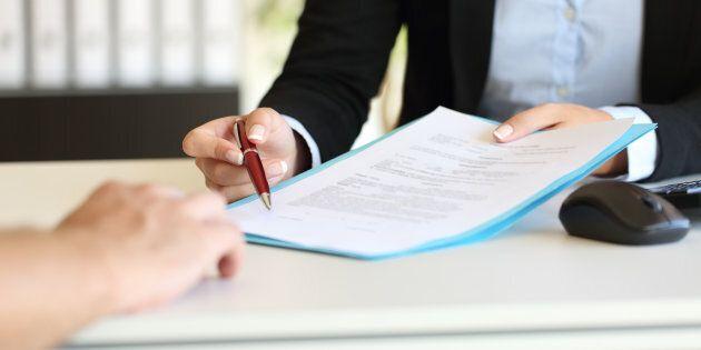 Tagliare la durata dei contratti a termine: l'ipotesi del Governo per scoraggiarne