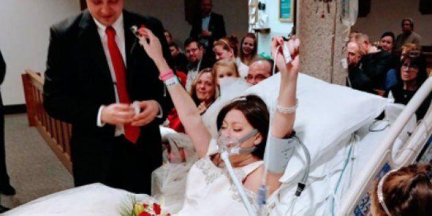 Malata di cancro muore poche ore dopo essersi sposata. Le foto del matrimonio di Heather sono un inno...